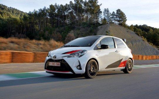 Toyota Resmi Tambahkan Logo Gazoo Racing di Yaris