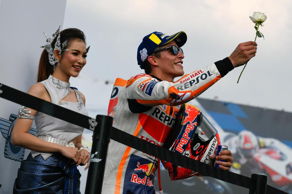 Hasil MotoGP 2018, Thailand: Kemenangan Perdana Marquez di Buriram, Gunakan Strategi Dovi?