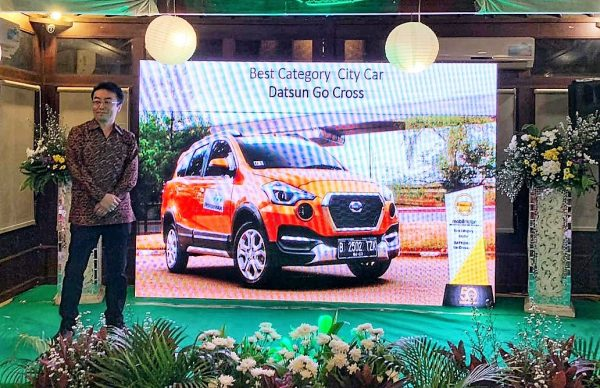 "Singkirkan 29 Pesaing, Datsun Cross Raih Gelar ""Best City Car"" ICOTY 2018"