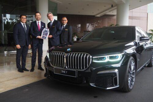 BMW Seri 7 Dipercaya Jadi Shuttle Hotel Mewah