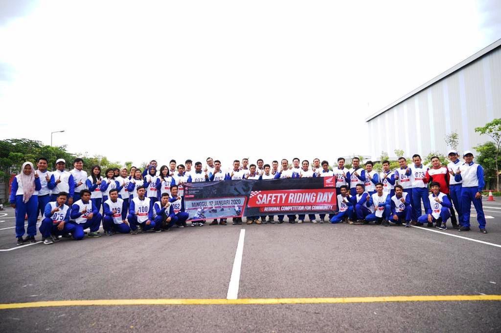 Komunitas Honda Jatim Dan Sekolah Binaan Ikuti Safety Riding Day