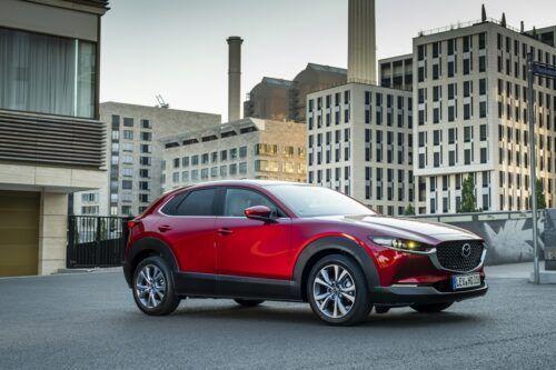 Mazda CX-30 Nyempil di antara Dua Segmen, Siapa Konsumennya?
