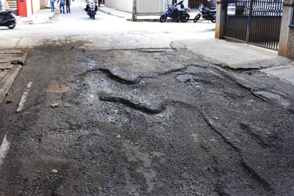 Hati-hati Lewati Jalan Berlubang, Bisa Timbulkan Cedera