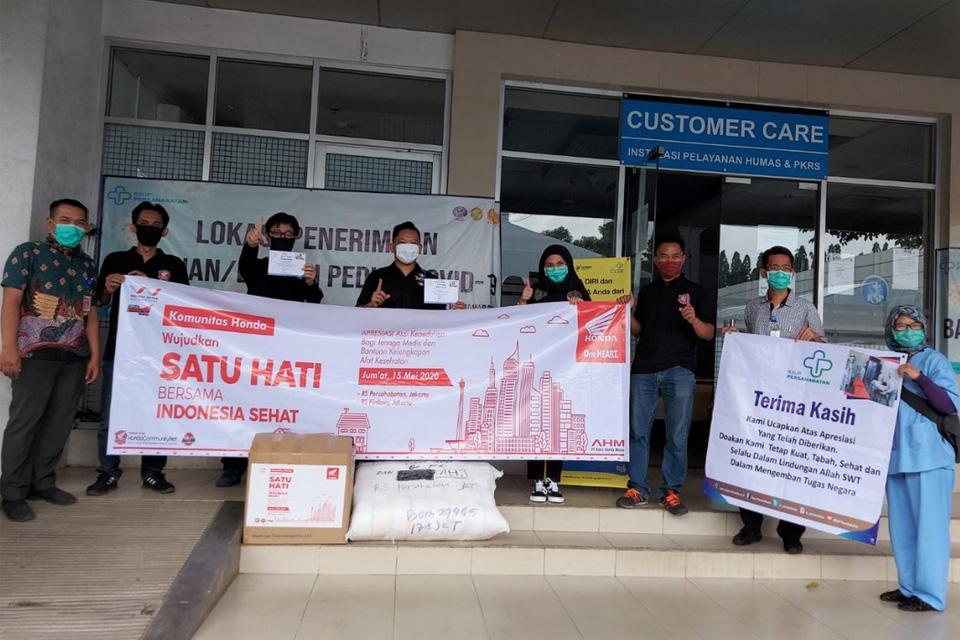 WMS dan AHJ Donasi Baju Hazmat dan Masker